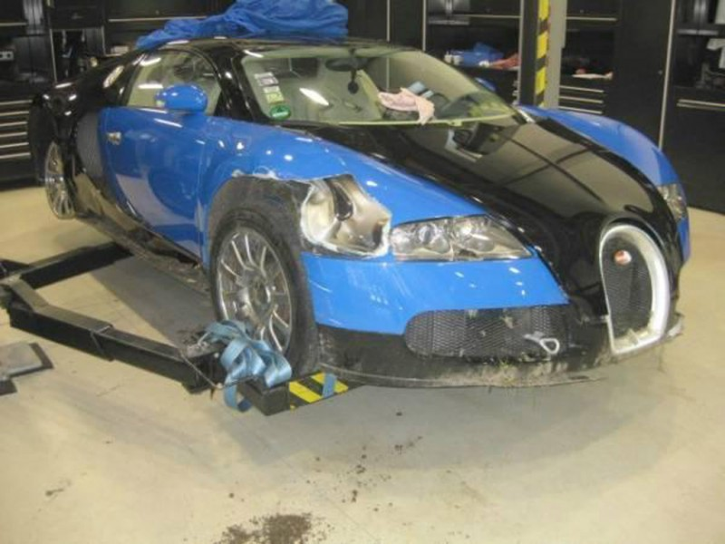 how much does a wrecked bugatti veyron sell for. Black Bedroom Furniture Sets. Home Design Ideas