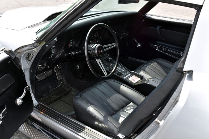 Lot688_1969-Chevrolet-Corvette-L88_interior