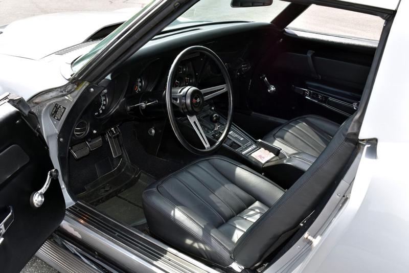 Lot688_1969-Chevrolet-Corvette-L88_interior